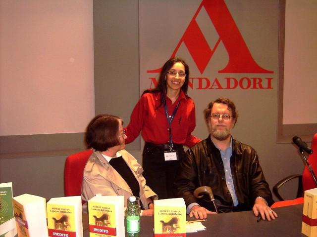 Robert Jordan con al fianco la moglie Harriet. Alle loro spalle ci sono io.
